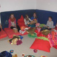 Weihnachtsfeier 2012 Kinder mit Geschenken 1