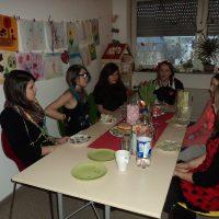 grosse Gruppe am Tisch 3